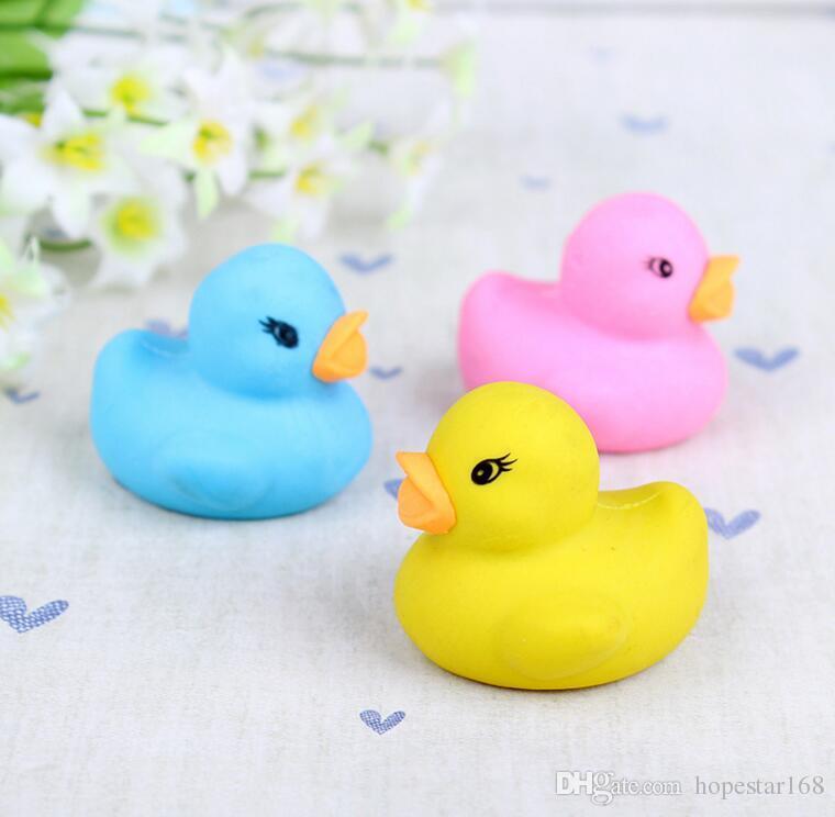 Eco-Friendly colore casuale coreano del fumetto degli animali Little Duck Forma gomma da cancellare Erasers Kindergarten cancelleria del regalo della 3 * 3,5 * 2,8 centimetri