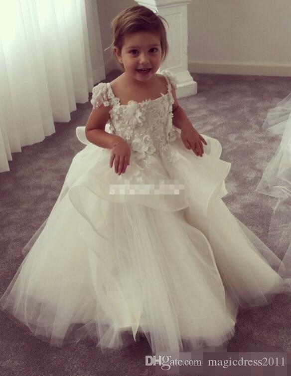 Cute Ball Gown Flower Girl Dresses For Weddings Vintage 3D Floral Appliqued Little Baby Gowns 2019 Lace Baby Child First Communion Dresses