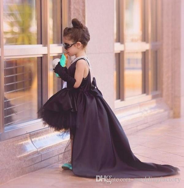 Schwarz Kleinkind Festzug Kleider hoch niedrig Mädchen formale Party Kleider Jewel Neck Sleeveless kurze vordere lange hintere Flowergirl Kleider für Hochzeit