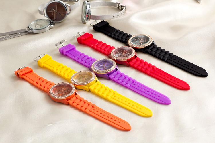 Fashion Dress Watch Rose Gold Geneva Silicone Watches Diamond Geneva Quartz Wristwatch for Men Women Rubber Band Wrist watch