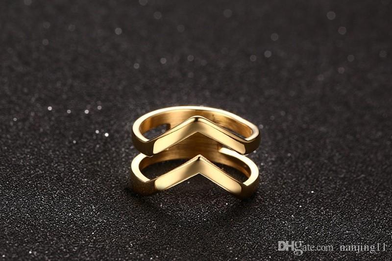 Bague de bijoux pour femmes en acier inoxydable plaqué or 18 carats brillant brillant brillant double chevron v forme bague r-156