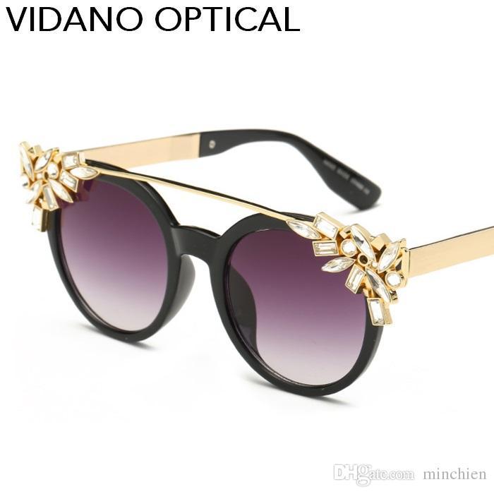 Compre Vidano Mais Recente Optical Mulheres Moda Cristal Óculos De Sol Cor  De Diamante De Alta Qualidade Uv400 Designer De Óculos De Sol Mulher Óculos  De ... a8bf6b94c7