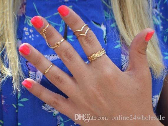 Vendita calda 6 pezzi di diamanti a forma di V foglie anelli anello comune con catena Retro vento nazionale stile la moglie fidanzata regalo