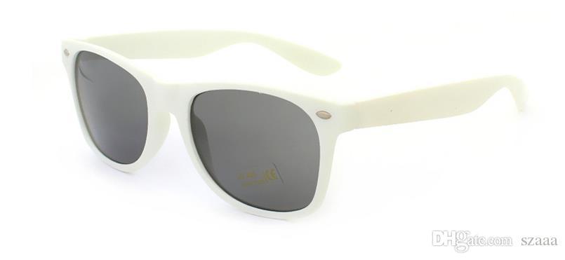 Freies senden DHL-Frauen und Mens die meisten preiswerten modernen Strand Sunglass Plastic Classic Style Sunglasses 17 Farbe