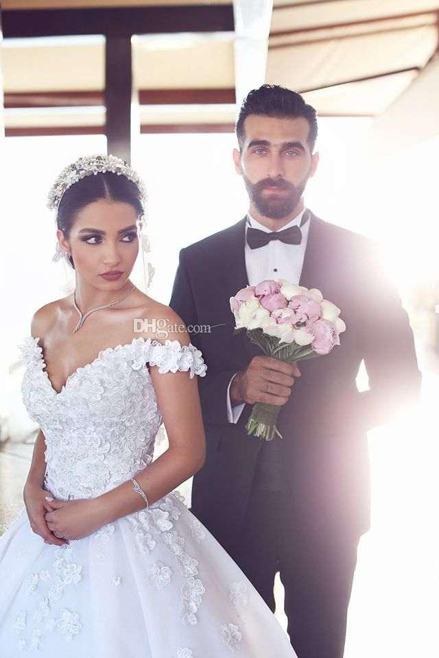 최신 공 가운 Weddding 어깨 떨어져 꽃 꽃집 Tulle Organza 등받이없는 채플 아랍어 신부 웨딩 가운 두바이