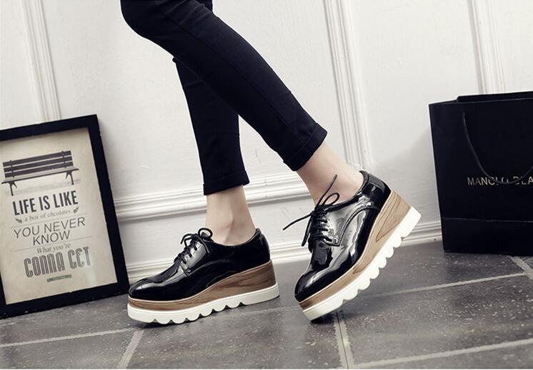 Sıcak satış Klasik Kadınlar Flats Casual ayakkabı Avrupa Amerikan tarzı Rahat nefes kaymaz alt Kadınlar için Dantel-up Platform ayakkabı