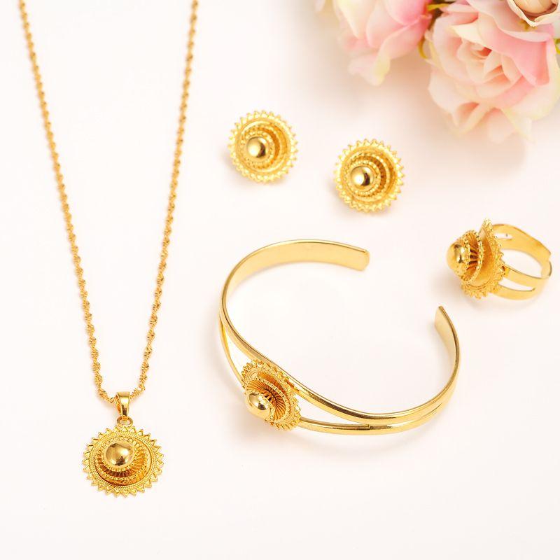 a07a0b184f2b Compre 14 K Amarillo Sólido Fino Conjunto De Joyas De Oro Conjunto Novia  Esmalte Multicámara Colgante De Encaje Collar Pendiente Brazalete Anillo  Pendiente ...
