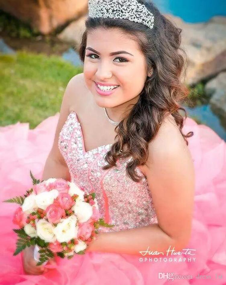 2017 rosa Organza Rüschen Ballkleid Quinceanera Kleider Exquisite Strasskristall Perlen Sweetheart Lace Up Back Sweet 15 Gowns EN9281