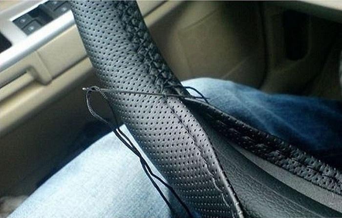 Tresse universelle sur le volant Couvre volant de voiture en microfibre pour couvrir la totalité du connecteur unique 38cm
