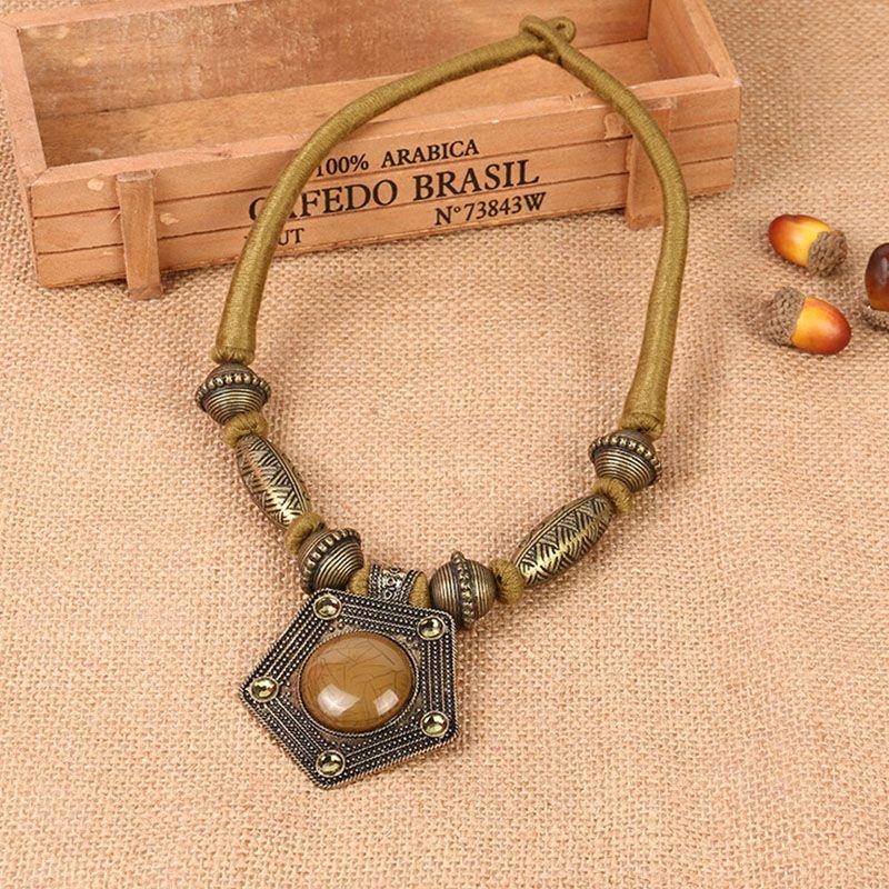 Fabricants de l'Europe et des États-Unis grand nouveau collier de bijoux en alliage de diamants en alliage de diamants de mode populaire populaire