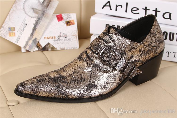 Tendenza alta personalità edizione Han con scarpe da uomo in pelle a punta fibbie scarpe da uomo in pelle di stilista moda pista di moda