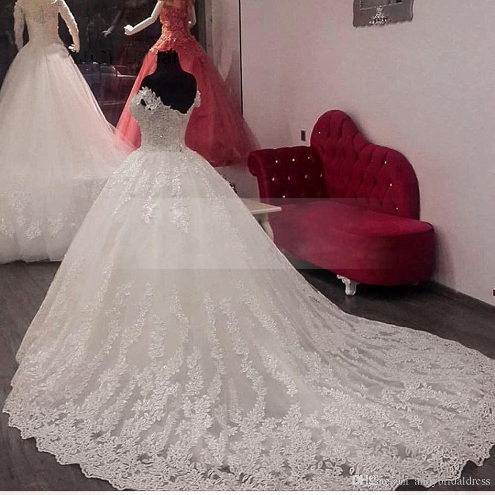 2019 lusso vintage pizzo applique cattedrale treno a-line abiti da sposa Dubai arabo off-spalla principessa abito da sposa modesto