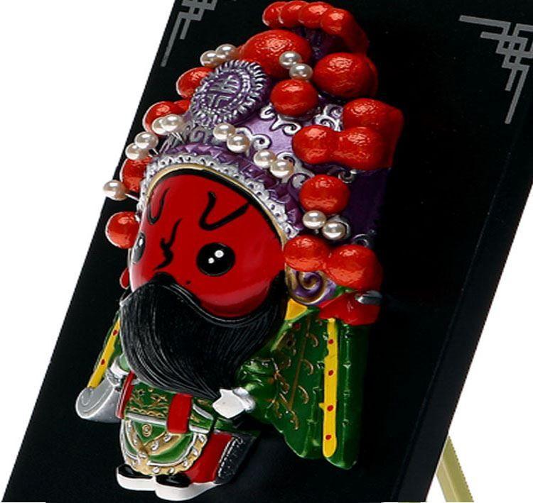 La versione cartone animato di Q piatto di argilla cinese Guan caratteristiche di piccolo regalo regalo di compleanno Festival piccoli ornamenti d'opera