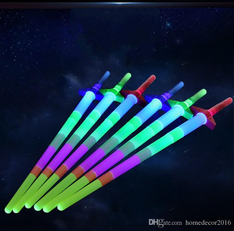 2017 Nuevo 67 * 10 CM Nueva Telescópica LED Glow Sticks LED Luz Intermitente Palos Varita fluorescente Sword Concert Toys 100 unids / lote