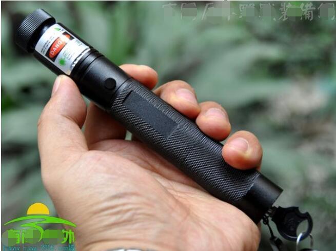 Sıcak! Son yüksek güç askeri mw yeşil lazer pointer 532nm LED SOS LAZER Işık Işın Fener Kamp Sinyal Lambası Avcılık Öğretim olabilir