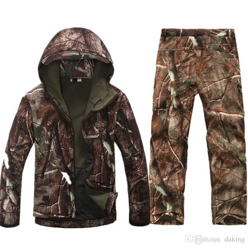 Esercito militari invernali tattico Softshell della pelle dello squalo uomini attivi giacche con cappuccio impermeabile antivento cappotto caldo incappucciato Camo Abbigliamento sportivo