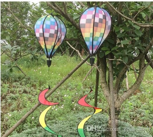 2017 NUEVO Rainbow Stripe Grid Windsock Globo de aire caliente Wind Spinner Garden Yard Decoración al aire libre en stock
