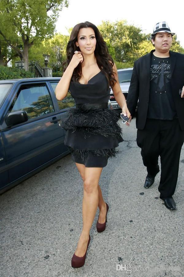 김 Kardashian 블랙 타조 깃털 칵테일 드레스 짧은 섹시한 드레스 파티 저녁 눈 깊은 V 넥 연예인 가운