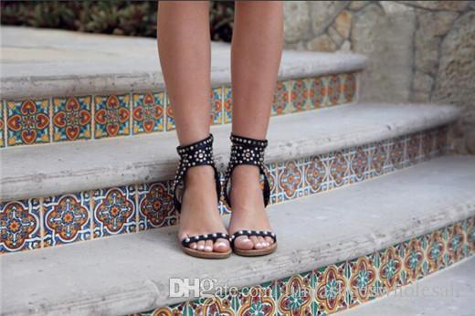 Рим Стиль Изабель Zapatillas Mujer Урожай женщина Кэрол шипованных кожаные сандалии Strappy Каблуки Open Toe Гладиатор Сандал сапоги обувь Lady