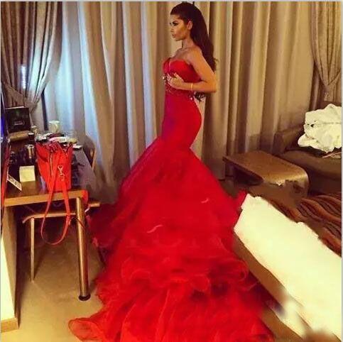 2017 Stunning Red Mermaid Prom Dresses Mermaid Sleeveless Organza Sweep treno Robe de soiree Custom Beading Sash Abiti da sera lunghi