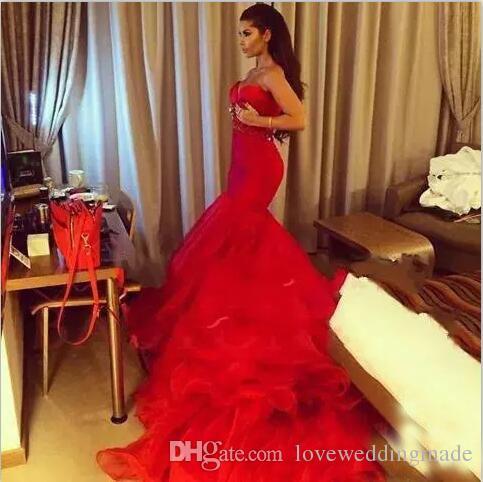 2017 Stunning Red Mermaid Prom Kleider Meerjungfrau Ärmellos Organza Sweep Zug Robe de soiree Benutzerdefinierte Perlen Sash Lange Abendkleider
