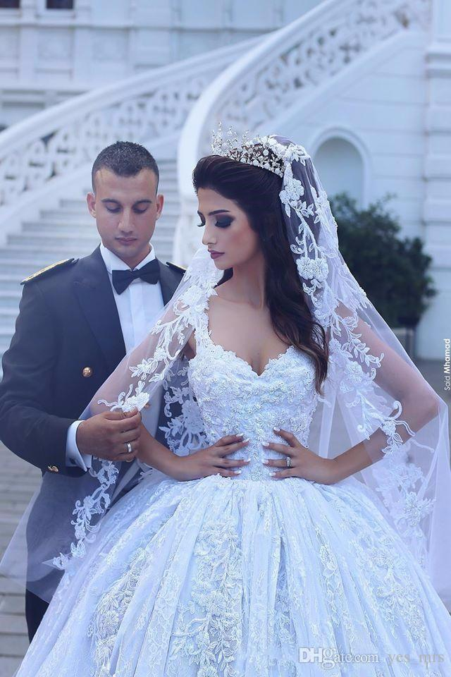 2017 Nuova Arabia Saudita Abiti gonfiati Abito da sposa Abiti da sposa Sweetheart Cap Maniche Abiti di pizzo Appliques perline Plus Size Corte Treno Abiti da sposa formale