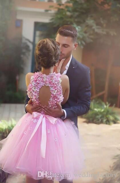 Encantador tul rosado tul nuevo vestidos de casa sin mangas flores 3d superior abrir la parte superior de la parte posterior de la parte superior de la fiesta de cócteles hechos a medida vestido de fiesta corto