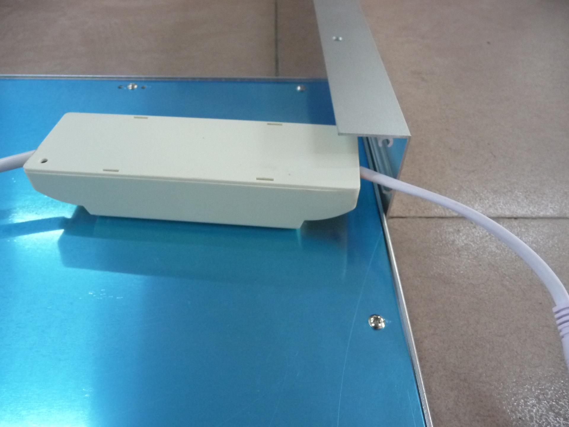 shiping libre Support de plafond de panneau LED de haute qualité monté en surface 595x595X50mm en alliage d'aluminium, conception super mince