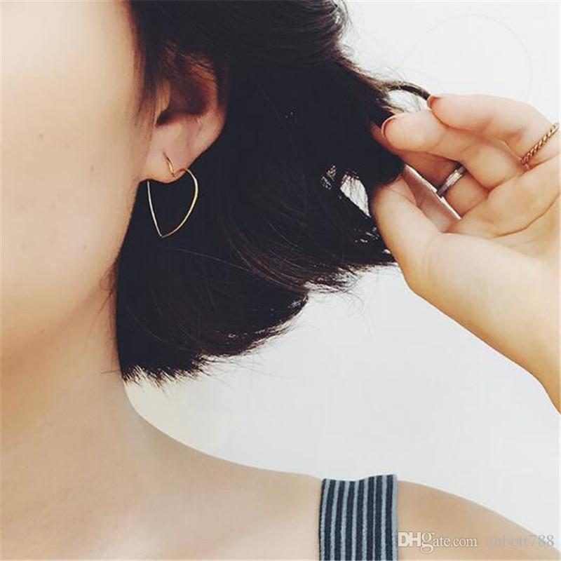 Simple Metal chapado en oro geométrico ahueca hacia fuera los pendientes del corazón para las mujeres joyería de moda cuelga los pendientes DH81