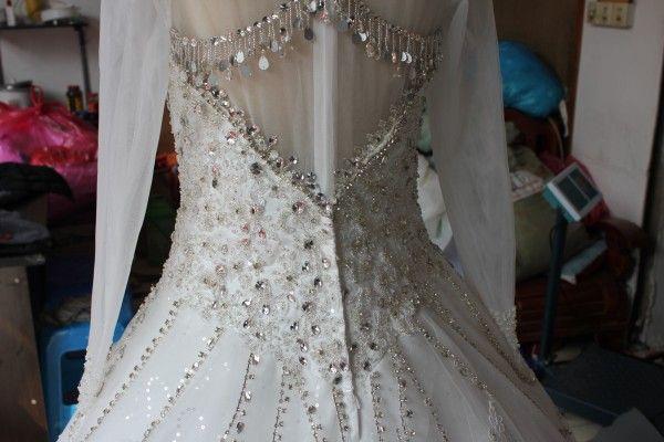 Modest Real Imagen Cuello alto Vestidos de novia de lujo Cristales Cuentas Rebordear Encaje Apliques Ilusión Manga larga Vestidos de novia con tren