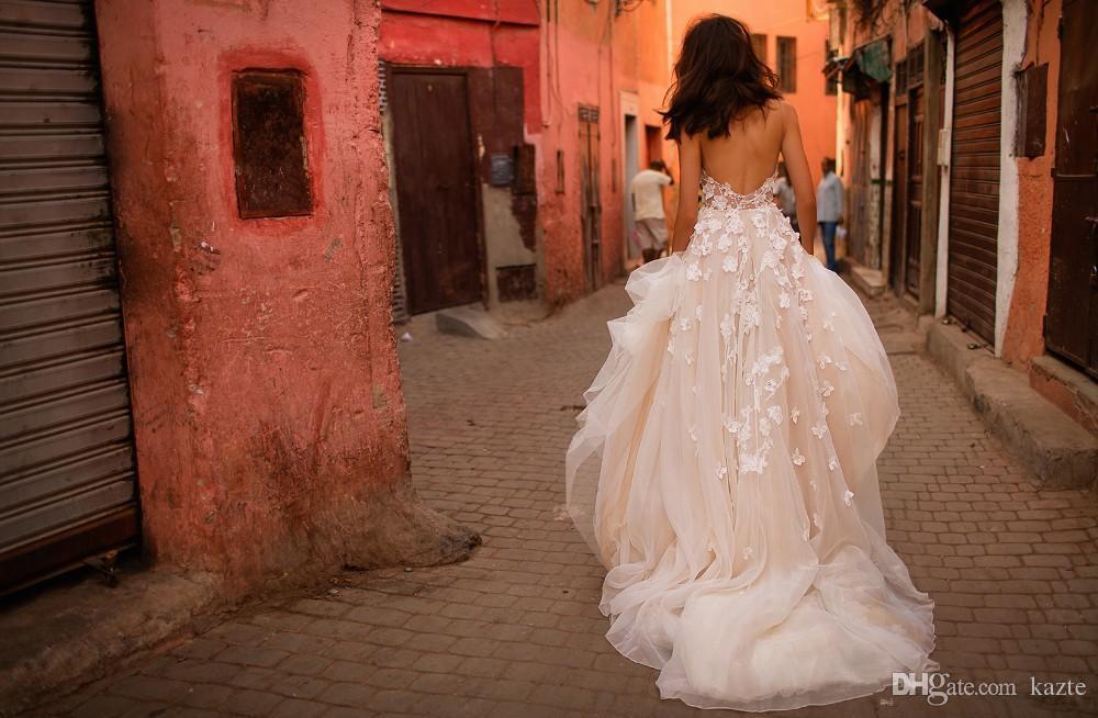 Abiti da sposa da giardino floreale vintage in 3D da sposa Modesto Liz Martinez Spaghetti Backless Sweep Train Sexy castello Fiori Abiti da sposa