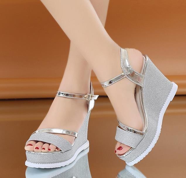 Compre Mujer Nueva Moda 11 Cm Sandalias De Tacón Alto Dulces Zapatos De Plataforma  Sandalias De Cuña De Fondo Grueso Con Color Plateado A  21.41 Del ... 133f8edb8141