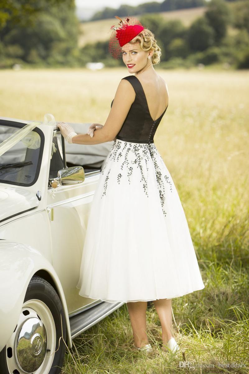 2017 Chic Blanco y Negro Longitud del té Vestidos de novia Primavera verano Corto Apliques Vestidos de boda de país Botón Botón