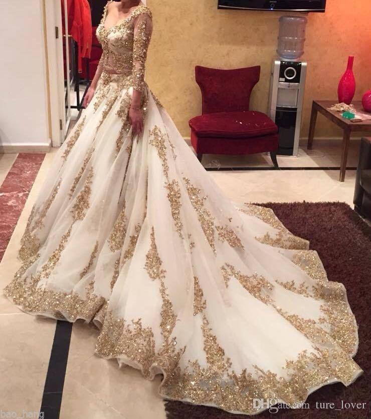 Cenicienta Dos piezas Vestidos de novia Vestido de bola árabe Granos de encaje dorado Cuello en V de lujo 3/4 Manga larga Tren de la capilla Vestidos de novia vintage