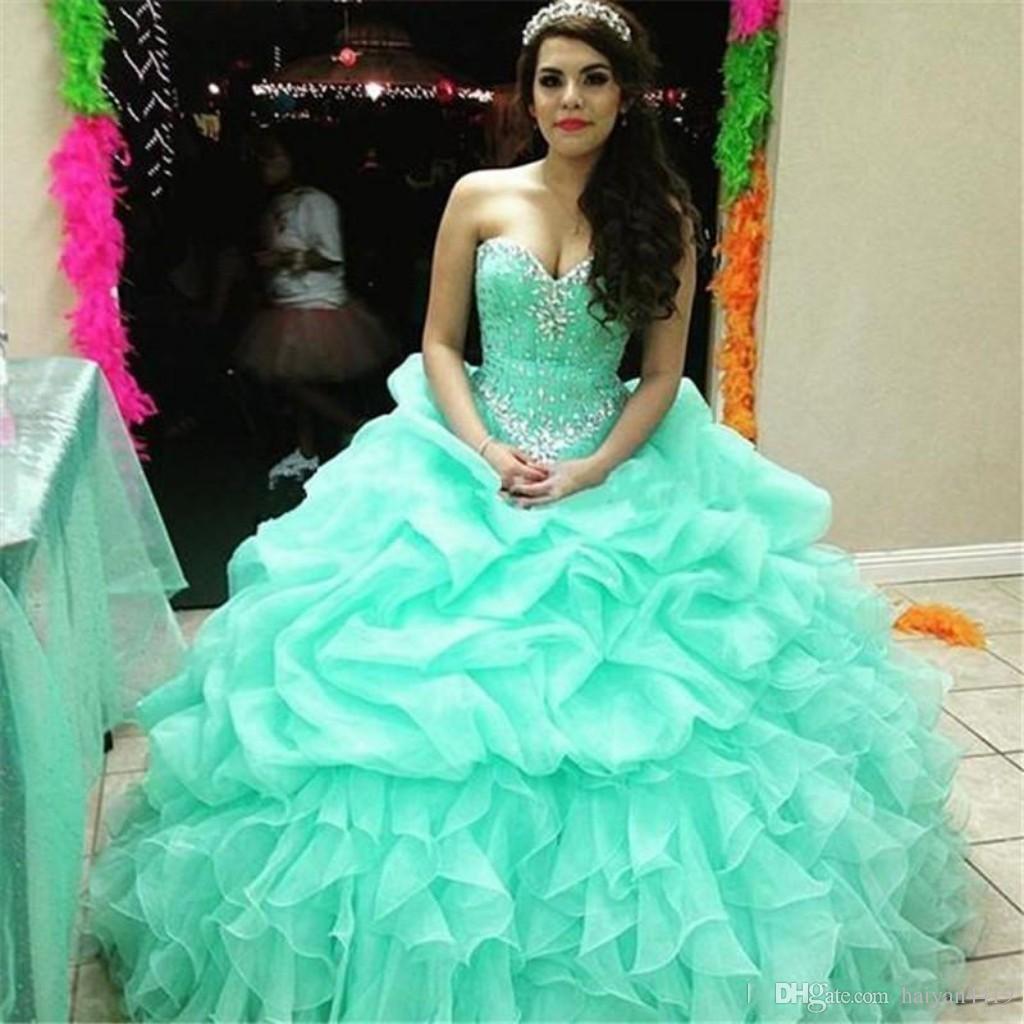 Abiti da ballo di quinceanera verde menta 2017 Abiti da sposa Sweetheart in rilievo di cristallo Organza gonfia Increspature a file lungo dolce 16 Abiti da sera da ballo