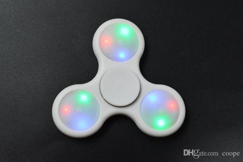 Date Led Fidget Spinner Avec Interrupteur Contrôlable ON-OFF 3 Modèles Taux De Flash Batterie Remplaçable Des Doigts Main Spinner LED Gyro Jouet