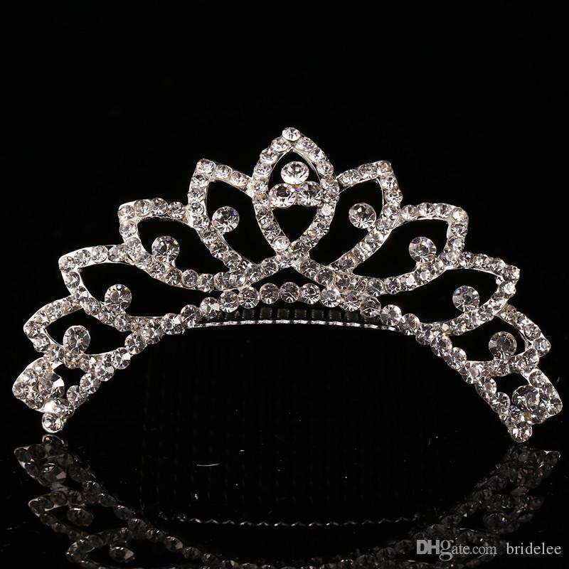 2021 트렌디 한 10 스타일 가장 저렴한 빛나는 라인 석 왕관 소녀의 신부 Tiaras 패션 크라운 신부 액세서리 결혼식 이벤트
