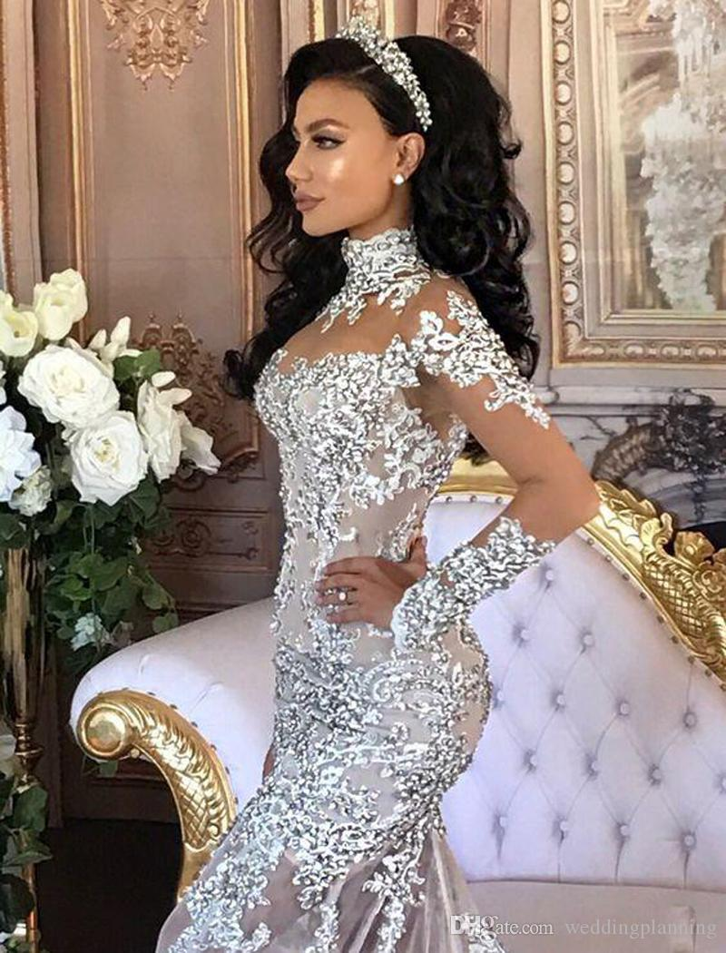 Abiti da sposa in cristallo con collo alto di lusso con maniche lunghe con scollo a cuore e maniche lunghe in rilievo