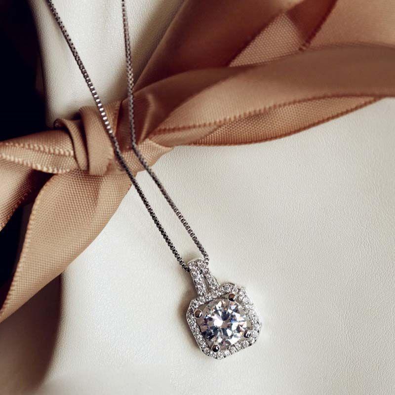 925 Sterling Silver Four Square Zircon Diamant Pendentif Chaîne de clavicule Mode Femme Collier 18K mérite d'agir le rôle du collier