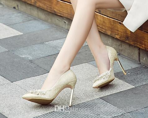 Kadınlar glitter düğün pompaları ile süslenmiş inciler gelin bıçak topuklu 12 cm metal topuklu sivri burun parti elbise ayakkabı beyaz altın