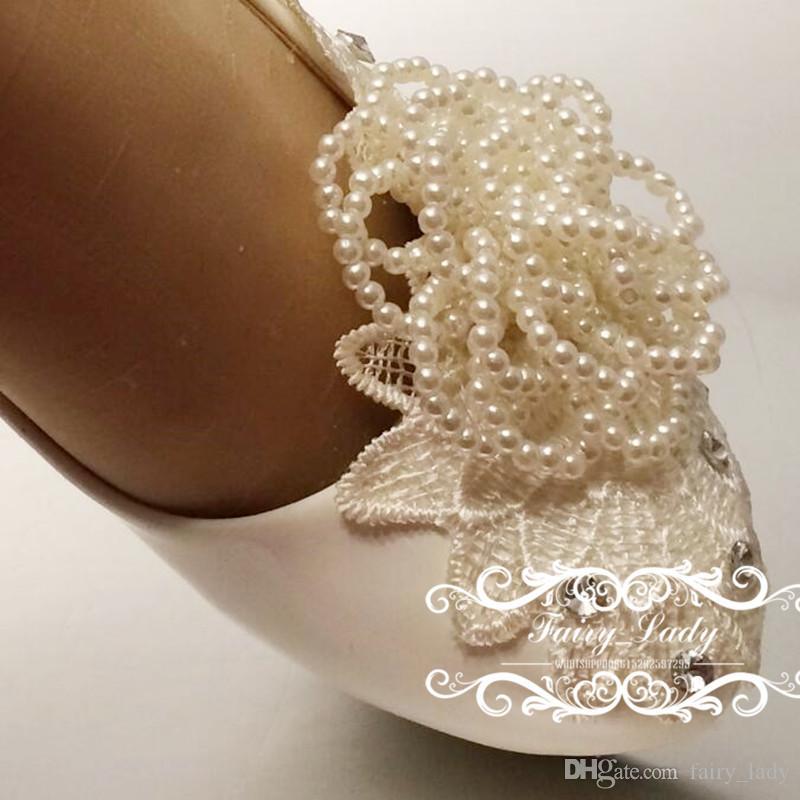 Sparkling Rhinestone 2017 Blanco Zapatos de boda para mujer Apliques florales 3D Perlas 8 CM Fiesta de tacón alto Bombas de novia Vestido