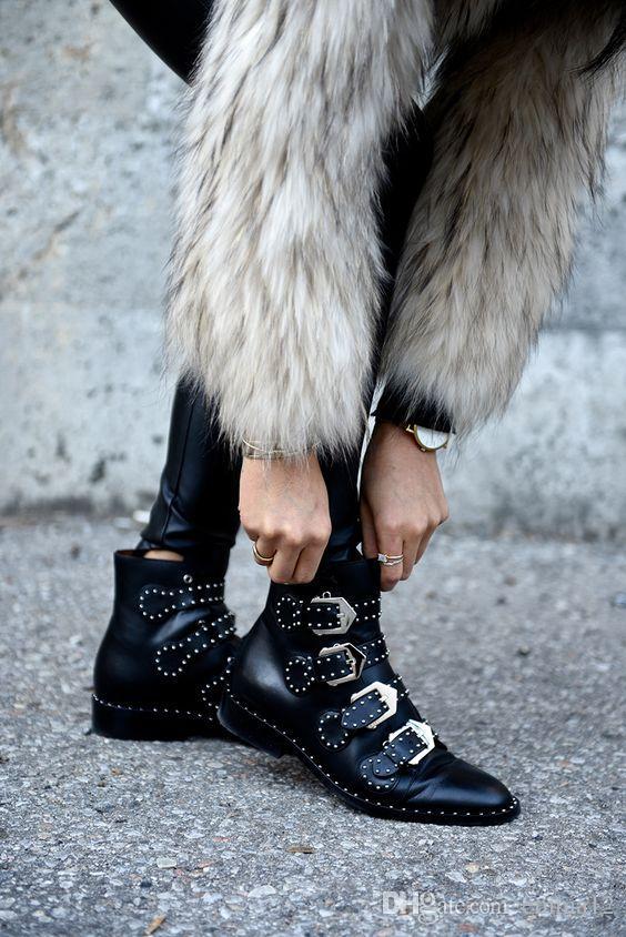 Fashion Brand Rivet Buckle Designer Shoes Donna Tacco basso Solido Stivaletti in pelle nera Stivaletti da moto donna con cerniera laterale
