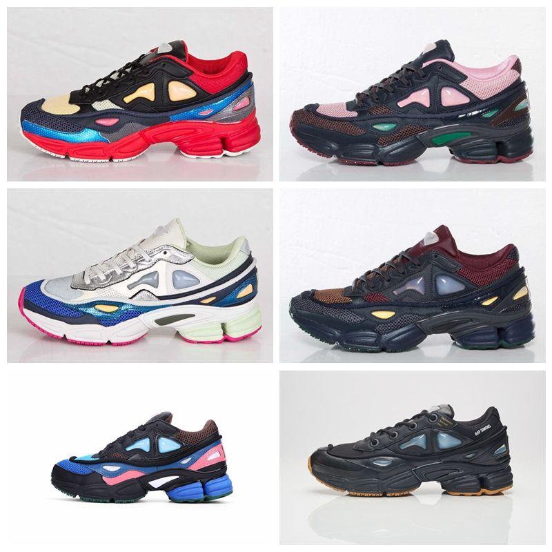 sports shoes c5a91 44246 Orijinal Kalite RAF Simons Konsorsiyum Ozweego 2 Erkekler Kadınlar için R  Logo Ile Koşu Ayakkabıları 2018 Beyaz Gümüş Sneakers 36-45