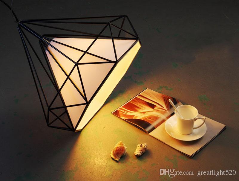 2017 Art Iron Lustre Cage À Oiseaux Minimaliste Forme De Diamant Pyramid Pendentif Lumières Lampe Diamètre 25 cm