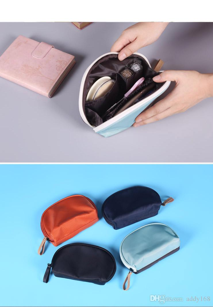 The south Korean makeup bag is packed with women's cosmetic bag small bags and hand in hand to carry a waterproof mini cosmetic bag