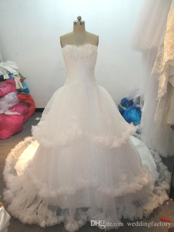 Real Photos Ball Gown Wedding Dresses Sleeveless Sweetheart Feather Embellished Ruffles Edge Tiered Bridal Gowns Lace-up Back with Train