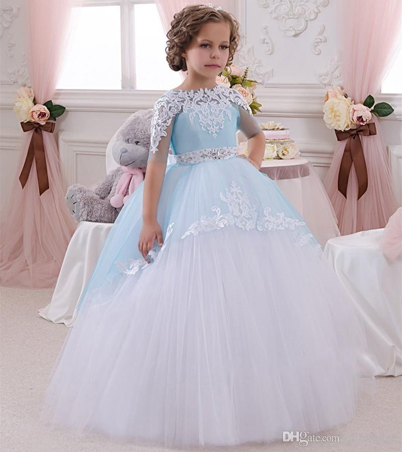 Maravilhosa 2017 Padrão de Vestidos Da Menina de Flor com Bastante Lace Applique Metade Comprimento Mangas vestido de Baile Luz Azul e Branco Crianças Vestidos De Casamento