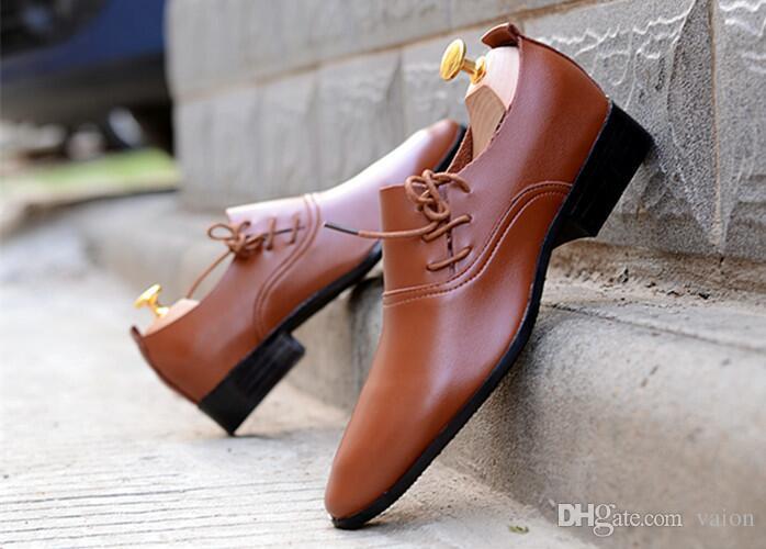 YENI SıCAK Satış erkekler düğün beyaz ayakkabı Mens siyah ve beyaz deri ayakkabı Benzersiz erkekler rahat ayakkabılar damat ...