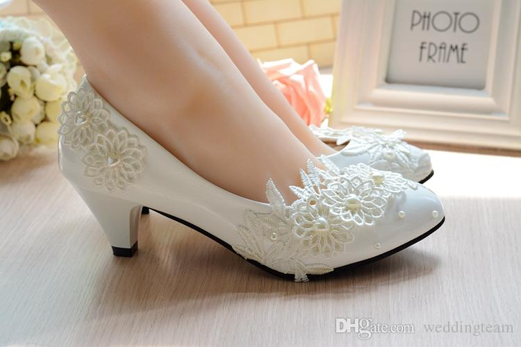 Cheap Stylish Pearls Flat Wedding Shoes For Bride 3D Floral Appliqued Prom High Heels Plus Size Pointed Toe Lace Bridal Shoes