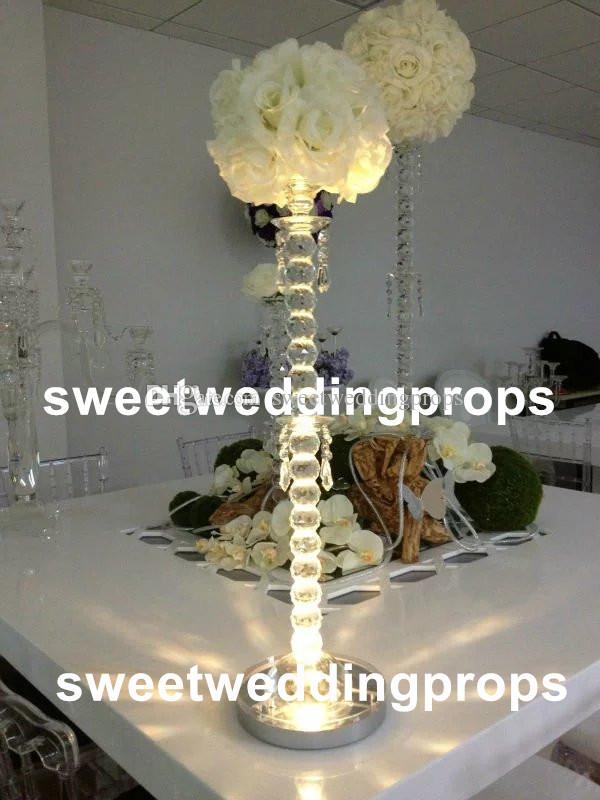 装飾的な結婚式のテーブルのための新しい人工的なバラのボールの結婚式のアクリルのクリスタルの中心的な色の花